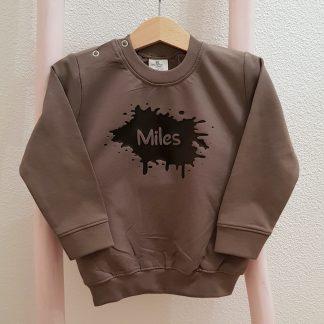 legergroene sweater eigen naam verfspat baby kind trui